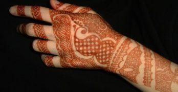 Henna színárnyalatok a kéz különböző részein