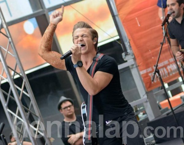 HUNTER-HAYES-PERFORMING-ON-TODAY-SHOW