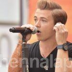 Hunter Hayes shows off henna tattoo