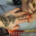 Készül Hajni hennája