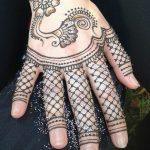 Henna kézen, H. H. Gyöngyvér