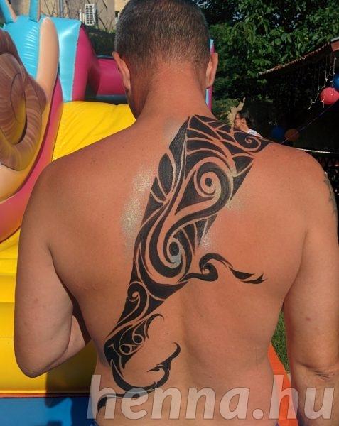 Nonfiguratív tetoválás terv